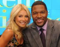 LIVE-WITH-KELLY-AND-MICHAEL-20121107