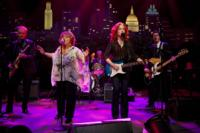 Legends Bonnie Raitt, Mavis Staples Perform Together on AUSTIN CITY LIMITS, 10/20