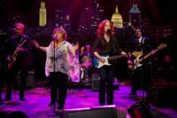 Legends Bonnie Raitt, Mavis Staples Perform Together on AUSTIN CITY LIMITS, 10/20