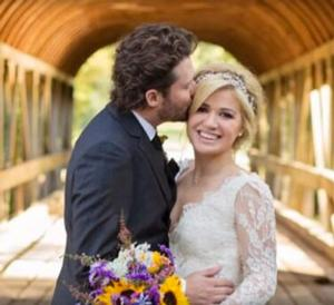 Newlywed Kelly Clarkson Expecting First Child!