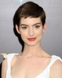 Anne Hathaway to Lead Mindy Kaling's THE LOW SELF-ESTEEM OF LIZZIE GILLESPIE
