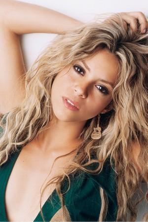 Shakira to Perform 'Empire' on THE VOICE, 4/22