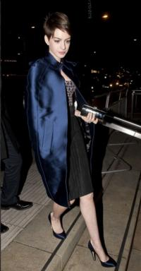 Anne Hathaway Carries Jill Milan Clutch for London Premiere