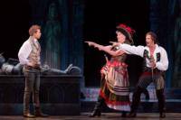 BWW-Reviews-5th-Aves-PIRATES-OF-PENZANCE-Does-Honor-to-a-Classic-20010101