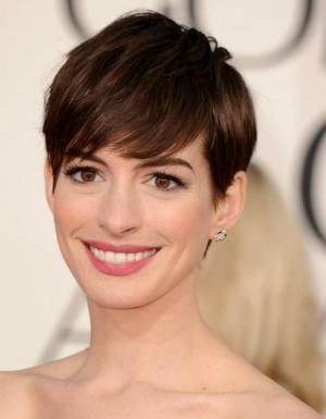 Anne Hathaway to Present at the Academy Awards