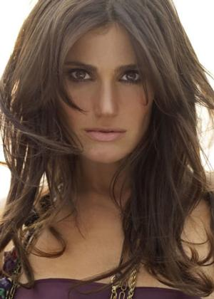 Tony Winner Idina Menzel to Release Christmas Album Later this Year