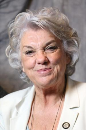 MOTHERS AND SONS' Tyne Daly Appears on THE TALK Today