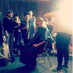 Taylor Swift Hosts a Haircut Party to Cut Fresh New Bob