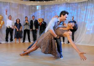 GMA's Robin Roberts to Guest Judge on DANCING WITH THE STARS, 3/31