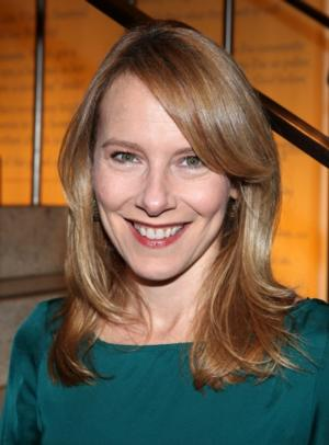 Amy Ryan to Join Tom Hanks & Mark Rylance in Steven Spielberg's Cold War Thriller; Billy Magnussen & Alan Alda in Talks
