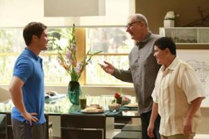 ABC's MODERN FAMILY Repeat Beats CBS' First-Run Extant