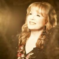 BWW Interviews: Legendary Pop Singer Vikki Carr Talks About Her New Album Viva la Vida