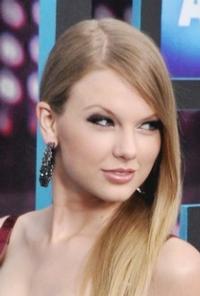 Taylor-Swift-Nicki-Minaj-To-Perform-At-American-Music-Awards-1118-20121024