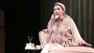 BWW Reviews: Consummate Actress Annette Bening Brings RUTH DRAPER To Vibrant Life at Geffen