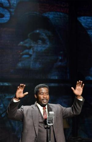 BWW Reviews: A Moises Kaufman World Premiere Opens Kansas City Rep's 2013-'14 Season