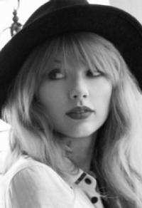 Taylor Swift Mobile App Launches Exclusive Augmented Reality Content from 'Red'