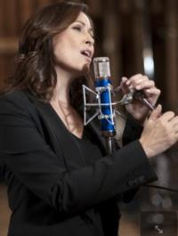 The Smith Center for the Performing Arts Celebrates the Winter Season with Linda Eder Holiday Concert, 11/9