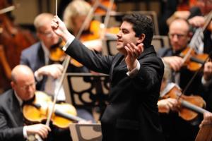 BWW Reviews: Phoenix Symphony Maestro Tito Muñoz Seals His Triumphal Debut with Breathtaking CARMINA BURANA