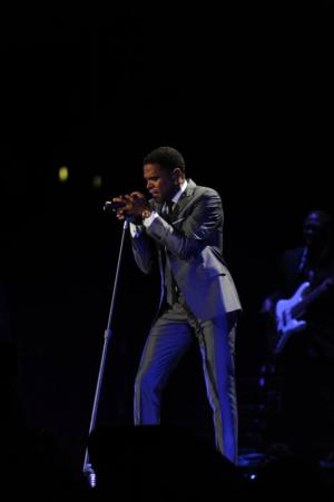 Maxwell to Play Modesto's Gallo Center, 6/24