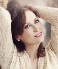 Linda Eder Joins VOICES UNITED at the Beacon Theatre, 11/12