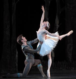 Houston Ballet Presents SWAN LAKE, Now thru 6/15