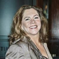 RED HOT PATRIOT: THE KICK-ASS WIT OF MOLLY IVINS, Starring Kathleen Turner, to Open Arena Season