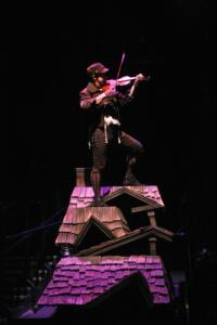 BWW Reviews: Music Circus Follows Tradition With New FIDDLER