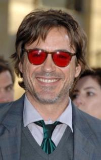 Robert Downey Jr. Sustains Injury on IRON MAN 3 Set