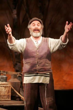 BWW Reviews: Balancing Traditions for Characters, Audience with FIDDLER ON THE ROOF at Goodspeed