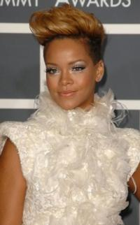 Rihanna, Nicki Minaj Join Line-Up of 2012 MTV VIDEO MUSIC AWARDS