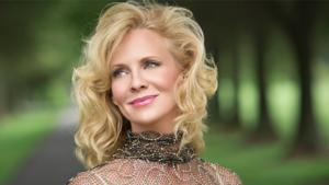 BWW Reviews: Classy Singer Sandy Bainum Brings Warmth and Sophistication to the Federal with Tribute to Ira Gershwin