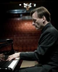 Stephen Hough Announces Carnegie Hall Recital, 3/4