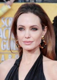Angelina-Jolie-to-Direct-UNBROKEN-the-Story-of-Lou-Zamperini-WWII-Vet-Turned-Olympian-20121218