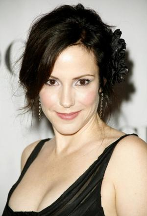 Mary-Louise Parker in Talks to Lead NBC's FEED ME