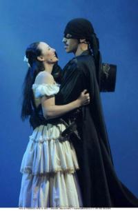 Review-W-ZORRO-Teatro-Sistina-Rome-20010101