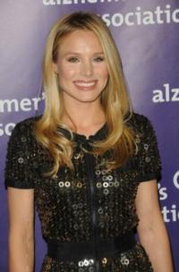 Kristen Bell Sings Alongside Idina Menzel in Disney's FROZEN!