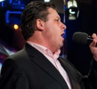 Watch-Tenor-Anthony-Kearns-Salute-Americas-Veterans-with-The-Air-Force-Band-Online-20121117