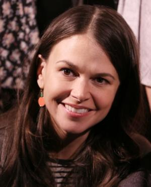 Sutton Foster Donates Original Painting to Theatre Lab of Dramatic Arts For Scholarship Funding