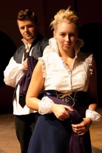Justin Tsatsa as Giovanni and Clara Osbeck as Annabella.