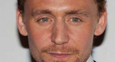 Tom Hiddleston Does ALS Ice Bucket Challenge