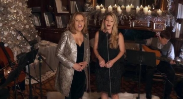 STAGE TUBE: Renee Fleming and Kelli O'Hara Sing Gorgeous Rendition of 'Silver Bells'