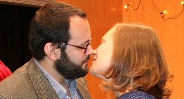 BWW Reviews: HANDLE WITH CARE