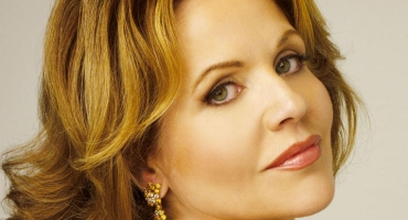 Renee Fleming's CHRISTMAS IN NEW YORK Now Available For Pre-Order, Out 10/14