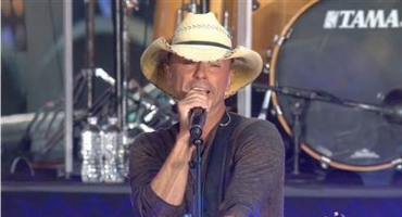 VIDEO: Kenny Chesney Kicks Off TODAY's Fall Concerts with Music from Upcoming Album