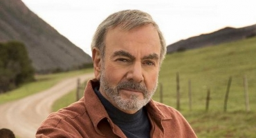 Neil Diamond Announces World Tour, Tix on Sale 10/13