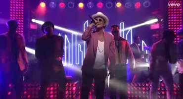 VIDEO: Mark Ronson, Bruno Mars Perform 'Uptown Funk' on SNL