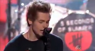 VIDEO: 5 Seconds of Summer Perform What I Like About You' on AMA's