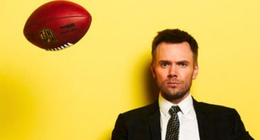 Joel McHale Extends Contract with E! Through 2016