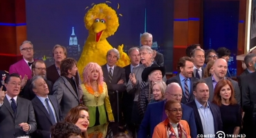 VIDEO: James Franco, Barry Manilow, Bryan Cranston & More Help STEPHEN Sign-Off on COLBERT REPORT