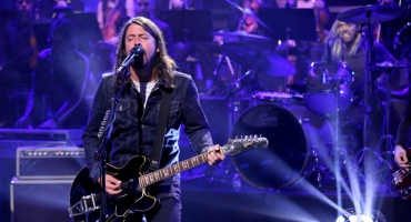 VIDEO: Foo Fighters Perform 'I Am a River' on TONIGHT SHOW